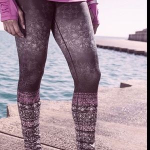 CALIA by Carrie Underwood Purple Orchid Leggings